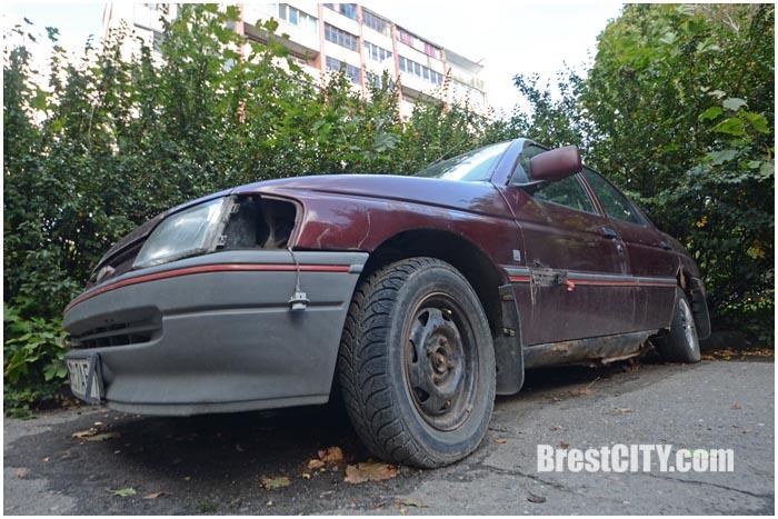 Эвакуация и уборка старых авто с улиц города. Фото BrestCITY.com