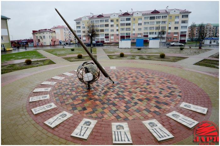 Солнечные часы в городе Береза, Брестская область. Фото Александра Шульгача