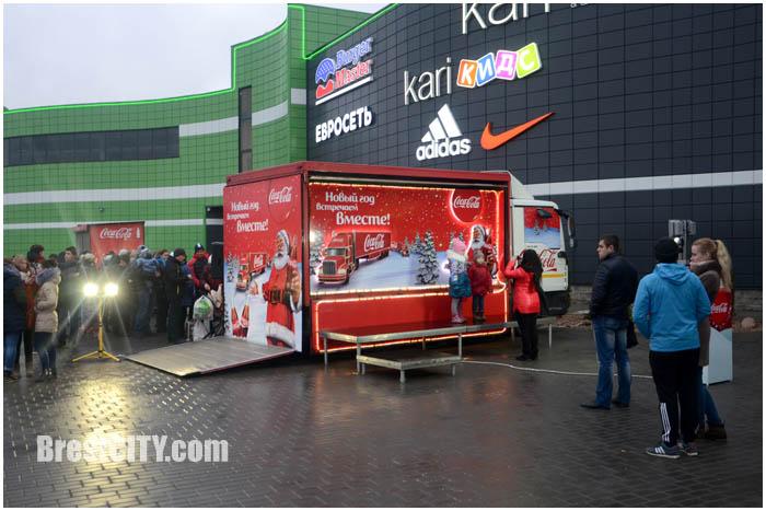 Праздничный грузовик с кока-колой в Бресте. Фото BrestCITY.com
