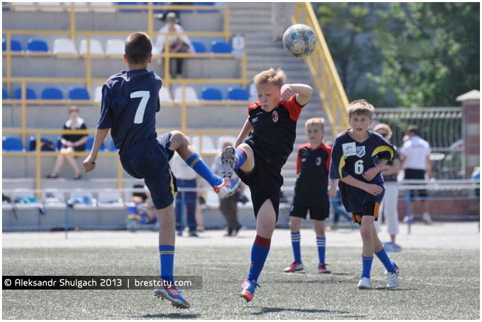 Турнир по футболу в Бресте. Кожаный мяч