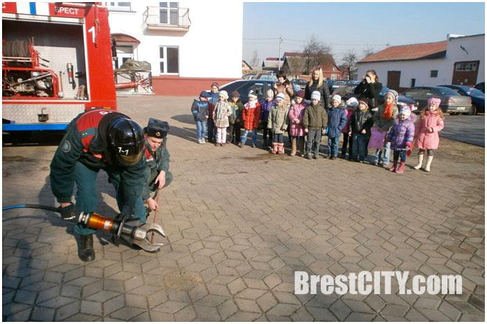 Дети в гостях у спасателей. МЧС