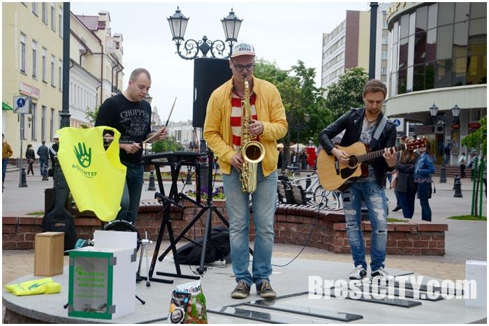 Благотворительный уличный концерт в Бресте на музыкальной площадке. Трио Jazz Lime
