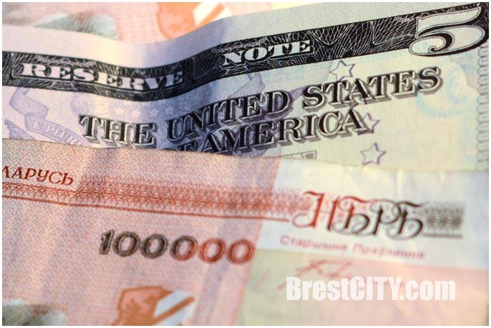 Деньги. Белорусский рубль и американский доллар