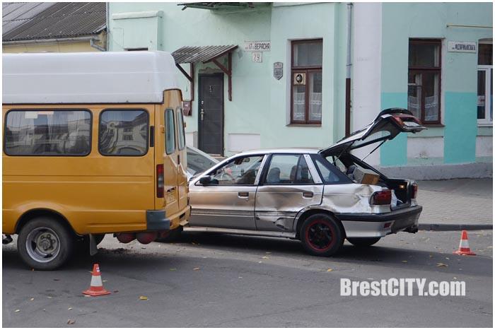 Авария в Бресте с участием маршрутки 12 октября 2015. Фото BrestCITY.com