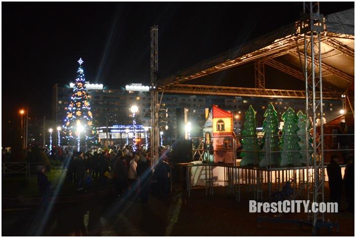 Открытие елки Московского района в Бресте 17 декабря 2015. Фото BrestCITY.com