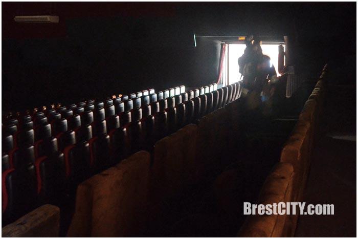 Учения МЧС у кинотеатра Беларусь в Бресте 17 сентября 2015. Фото BrestCITY.com