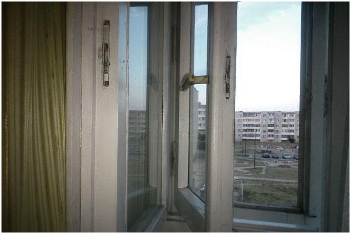 Открытое окно в квартире
