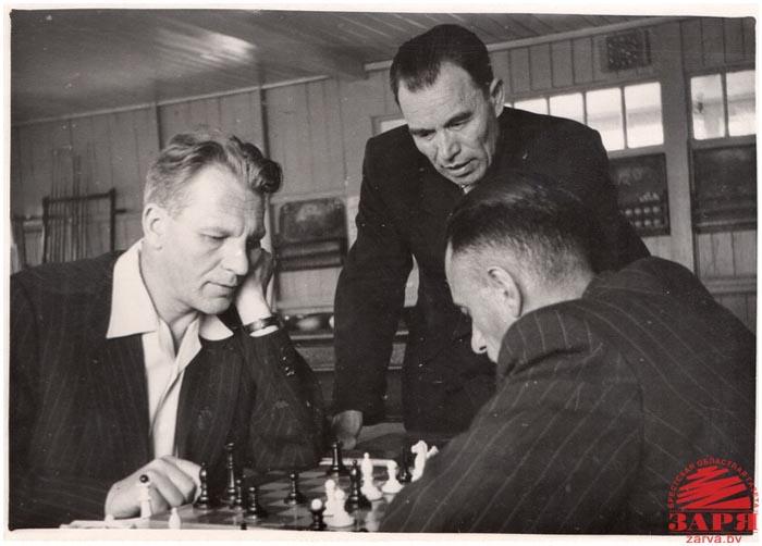 Смирнов С.С. и Гаврилов П.М. играют в шахматы