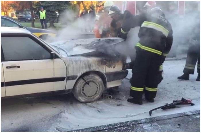 На улице Ленина в Бресте загорелся автомобиль