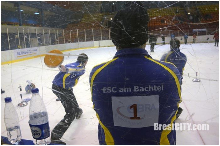 Соревнования среди мужских команд по айсштоку в Бресте. Фото BrestCITY.com