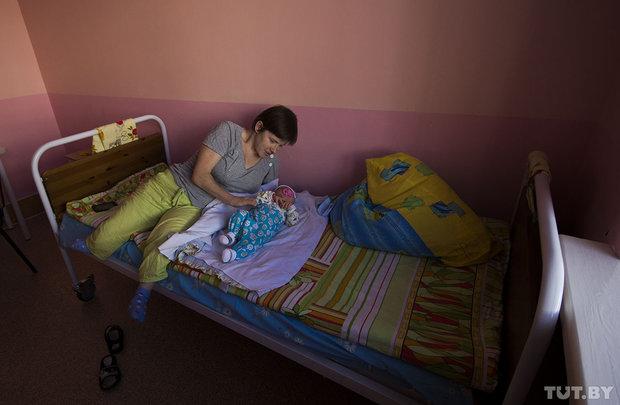 Как живет мама-инвалид Анна Бахур, у которой хотели забрать сына