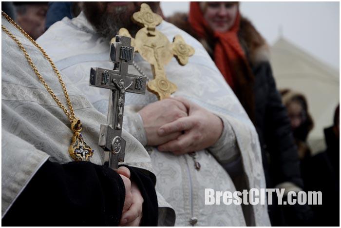 Православные верующие праздную крещение Господне