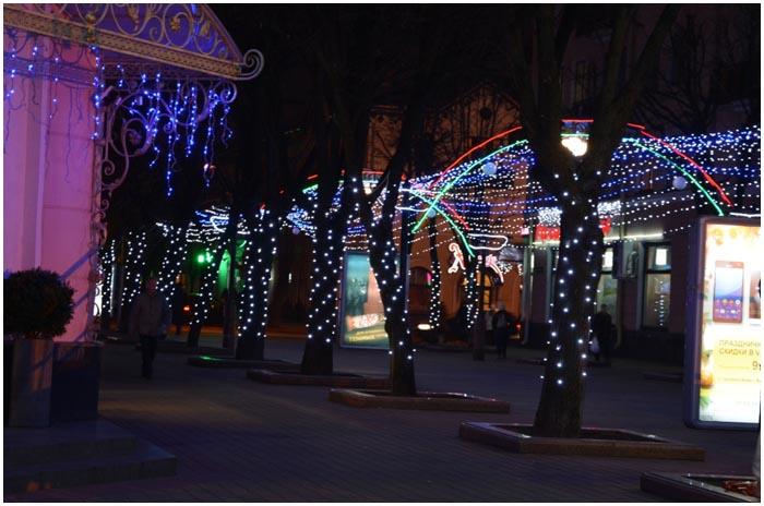 Новогодняя иллюминация на площади Ленина в Бресте