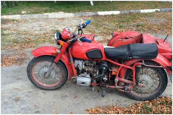 Пьяная женщина на мотоцикле с коляской убегала от ГАИ