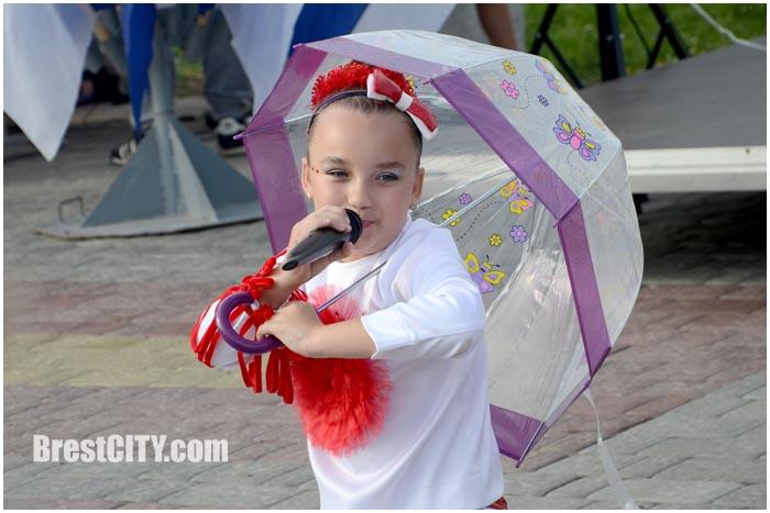 Концертно-развлекательная программа на Набережной Бреста. У причала. Фото BrestCITY.com