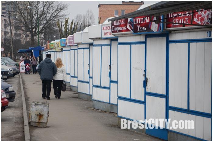 Рынок за ЦУМом в Бресте опустел. Предприниматели закрывают павильоны