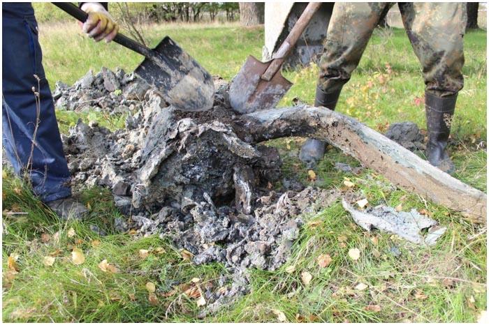 На окраине Бреста откопали фронтовой бомбардировщик