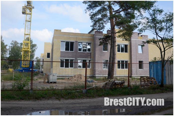Строительство новой школы-сад в микрорайоне Южный города Бреста. Фото BrestCITY.com