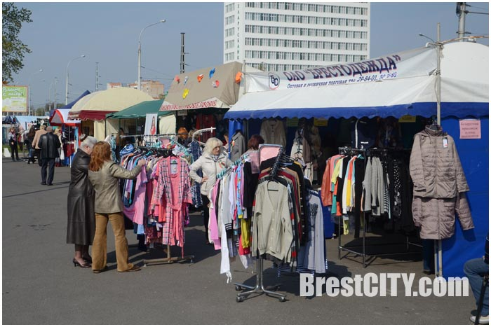 Стоковая распродажа одежды в Бресте