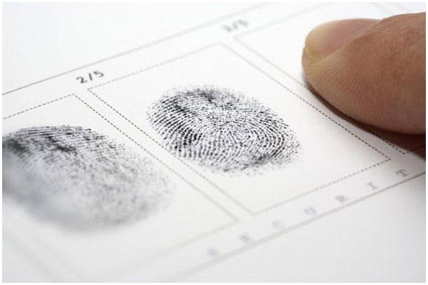Снятие отпечатков пальцев с кружки