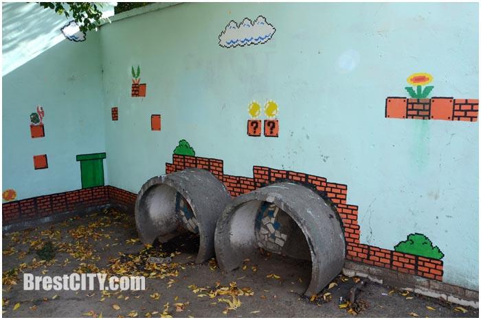 Стрит-арт в Бресте. Супермарио во дворе дома. Фото BrestCITY.com