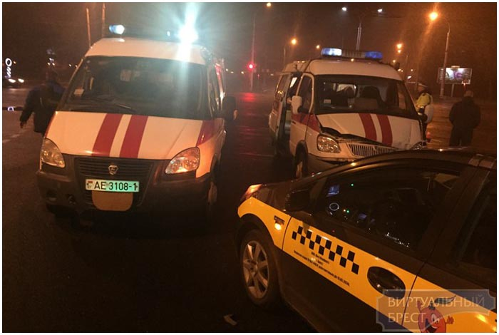 Такси и скорая столкнулись в Бресте на перекрестке Московская - 28 Июля