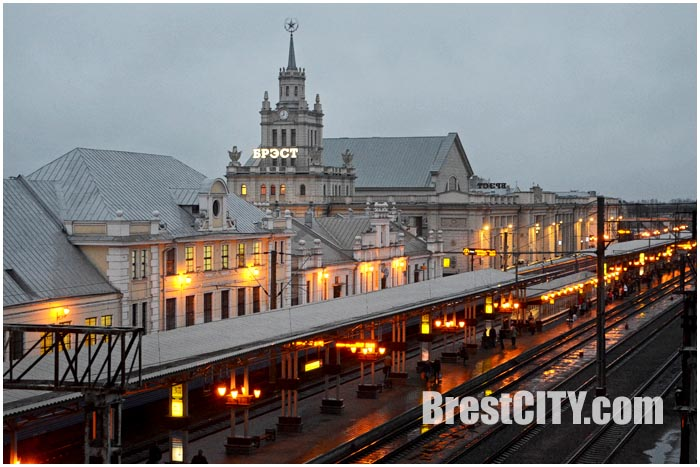 Брестский вокзал ночью. Фото BrestCITY.com