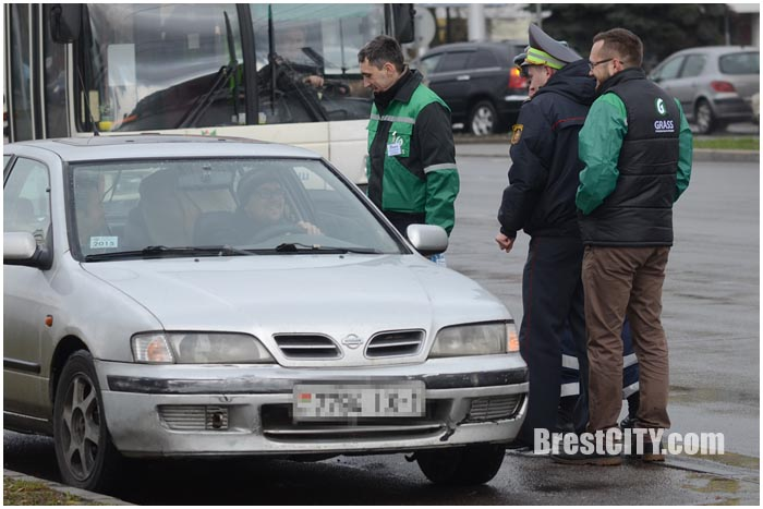 ГАИ в Бресте проверило наличие зимних шин у водителей. Фото BrestCITY.com