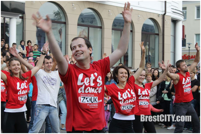 День Зука в Бресте. Флешмоб. Танцы