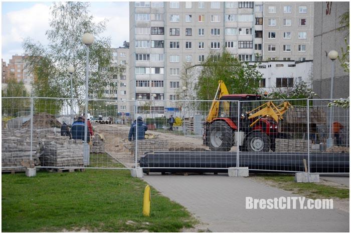 Ремонт теплотрассы на Ковалевке. Аллея Гвишиани. Фото BrestCITY.com