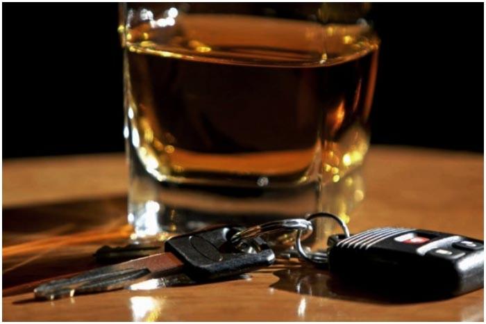 Пьяный водитель. Алкоголь. Бар