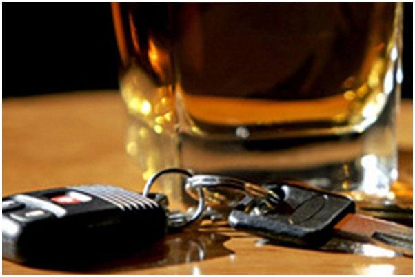 Алкоголь. Водитель. Ключи. Бокал