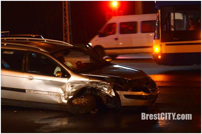 Авария в Бресте на перекрестке Московская-Гаврилова. Фото BrestCITY.com