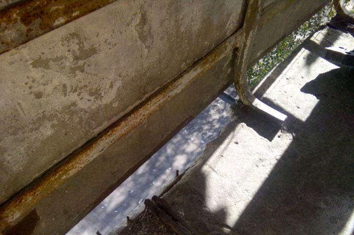 Щель в балконе