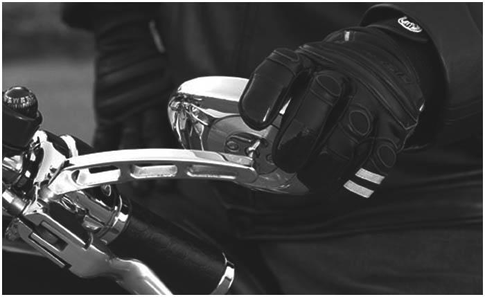Байкер. Мотоцикл. Перчатка