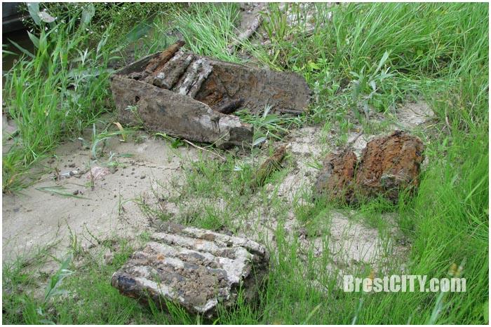 Ящик с боеприпасами на берегу реки Западный Буг