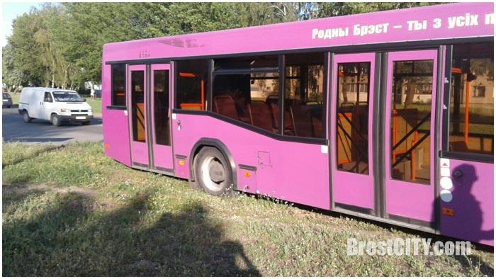 Водителю городского автобуса в Бресте стало плохо во время движения