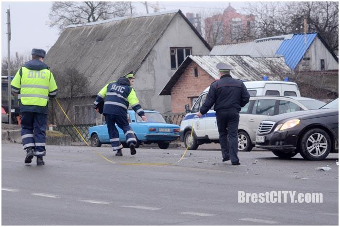 Опель и автобус столкнулись на Кобринском мосту в Бресте. Авария 4 марта 2016