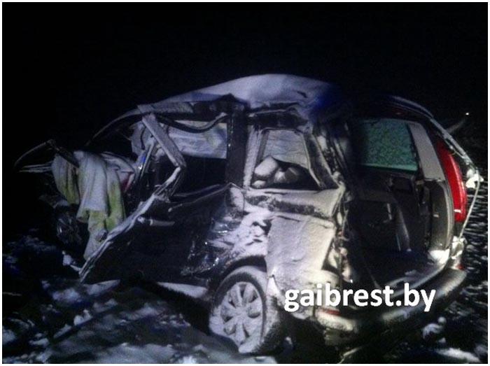 Автомобиль Ситроен попал под фуру в Кобринском районе 15 января