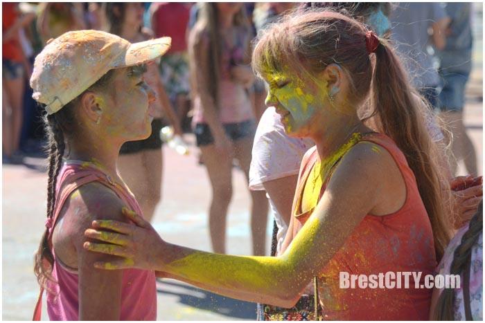 КолорФест в Бресте возле Ледового дворца. Фото BrestCITY.com