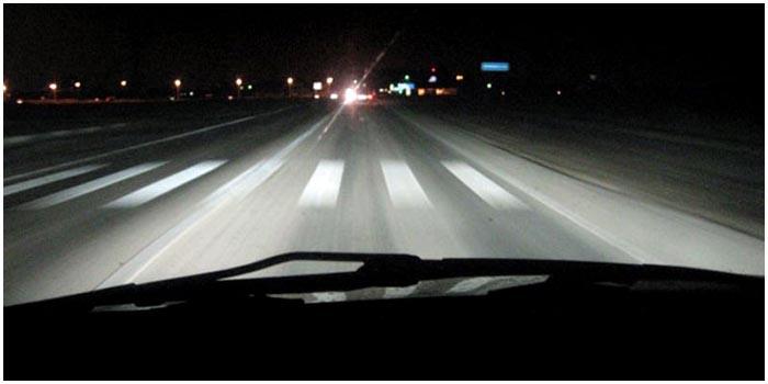 Ночная дорога. Вид из салона автомобиля