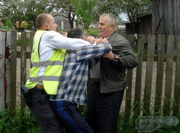 Драка из-за трактора в деревне Страдечь