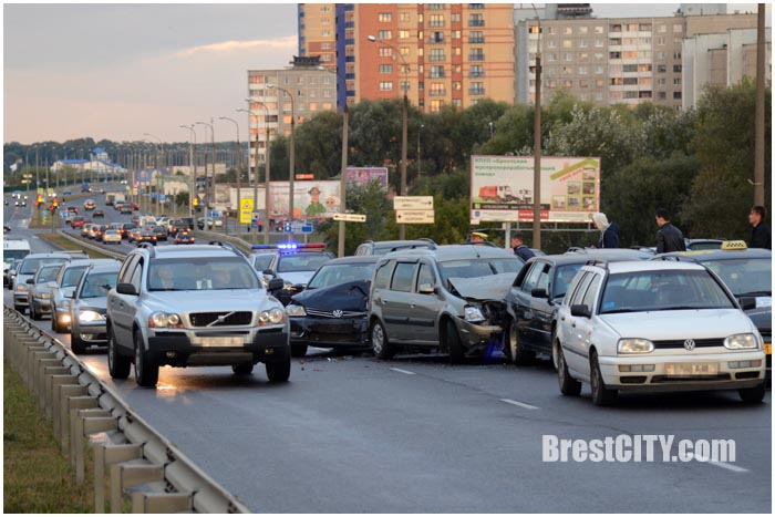 ДТП: Сразу 13 авто столкнулись вБресте