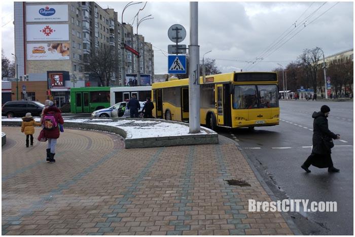 Авария на перекрестке бульвар-Мешерова в Бресте 28 ноября. Фото BrestCITY.com