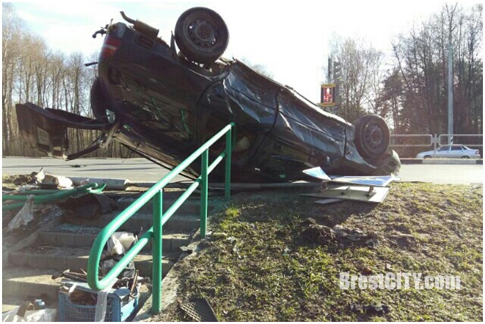 Авария возле деревни Черни 2 апреля 2016. Перевернулся Форд