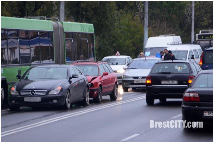 Авария на Кобринском мосту в Бресте 12 октября 2016. Фото BrestCITY.com
