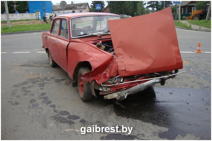 Умер водитель Москвича. Авария в деревне Дмитровичи