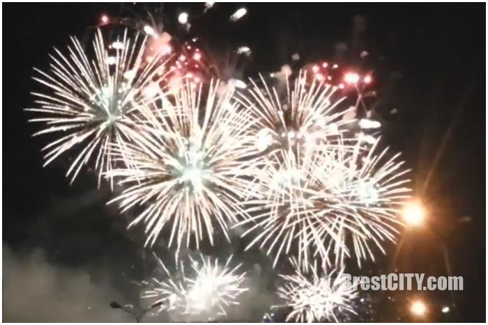 Праздничный фейерверк на День города в Бресте 30 июля 2016