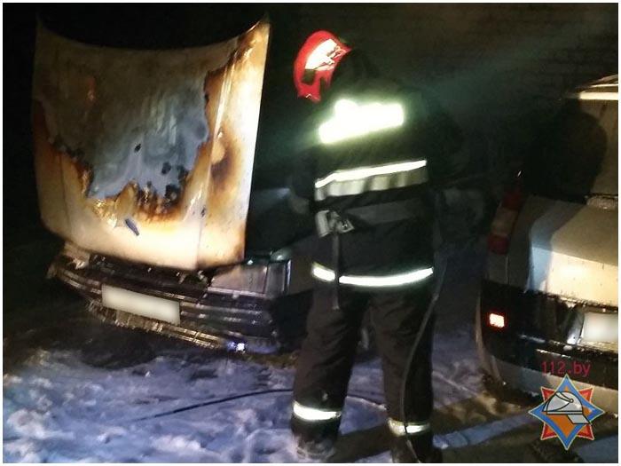 Три автомобиля горели в Бресте ночью
