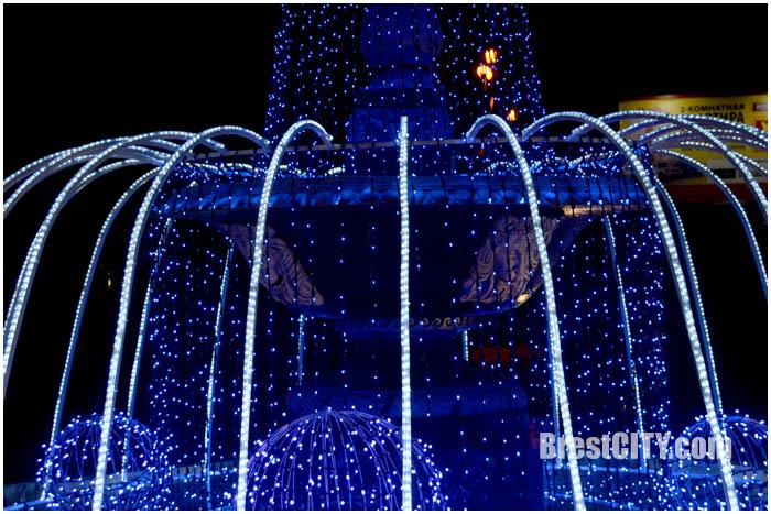 Засверкал фонтан на улице Орджоникидзе в Бресте. Фото BrestCITY.com